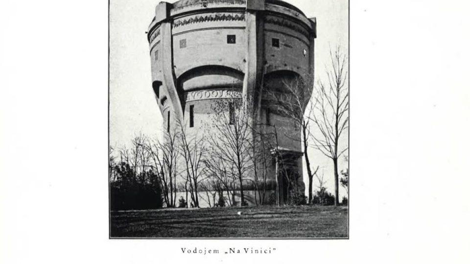 Vodojem Na Vinici byl postaven roku 1910