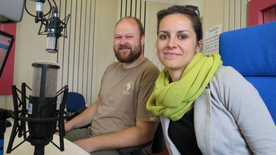 Michal Podhrázský a Andrea Jiroušová ze ZOO Dvůr Králové nad Labem ve studiu Českého rozhlasu Hradec Králové