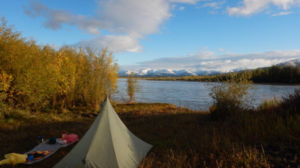 Tábořiště u řeky Kulu