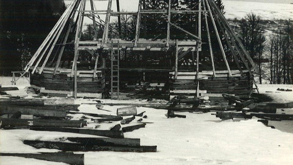 Rekonstrukce polygonální stodoly přenesené ze Sádku u Poličky