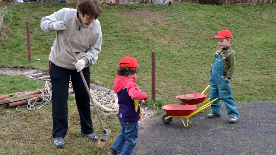 Senioři s dětmi, Nové Veselí
