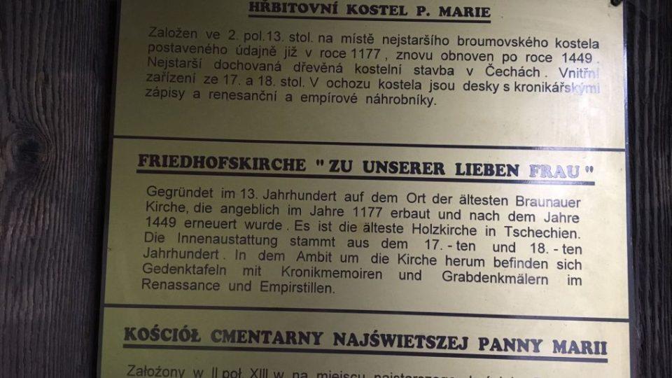 Pohřbívání v národní kulturní památce. Kostelík Panny Marie v Broumově slouží poprvé v historii i neveřícím