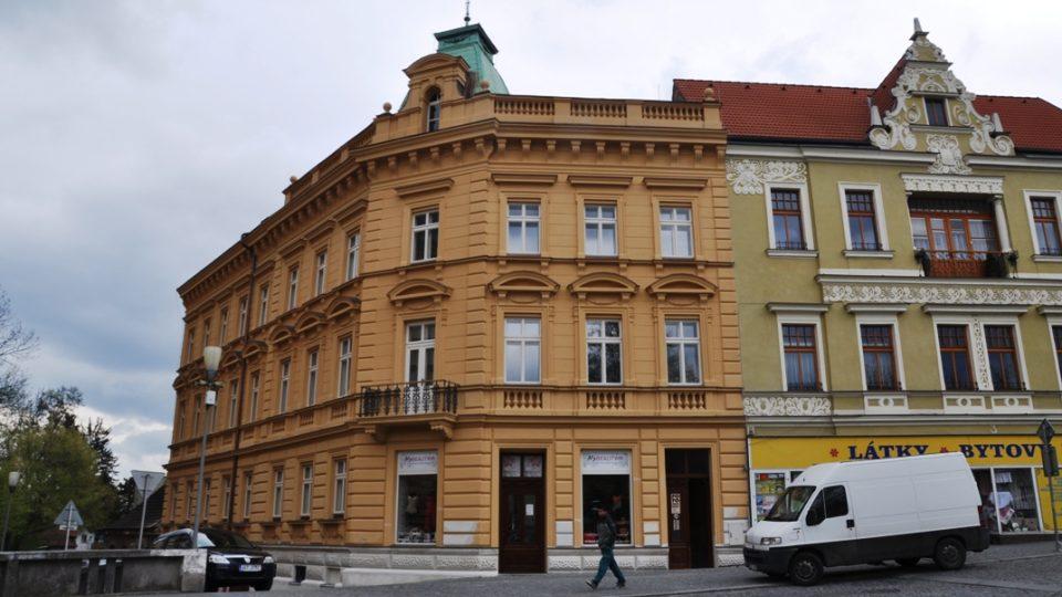 Adlerův dům v centru Chrudimi dostane v září 5 Stolpersteinů