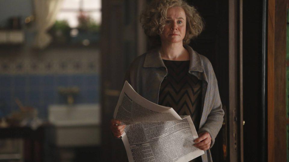 britská herečka Emily Watsonová v roli Einsteinovy ženy Elsy