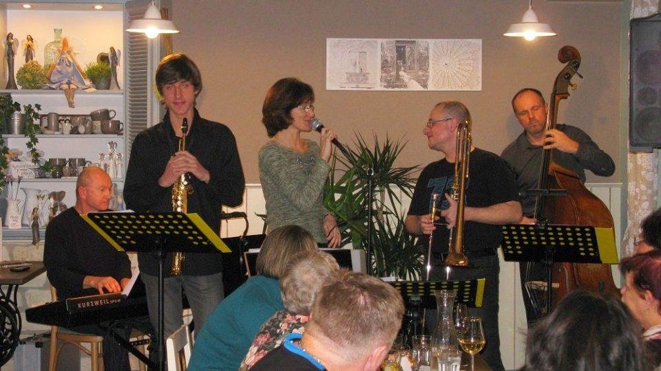 5pm jazz band je kapela z Kostelce nad Orlicí hrající převážně klasický swing a swingové standardy