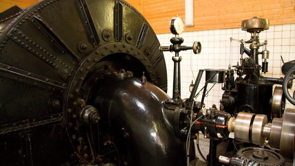 Francisova turbína a regulátor