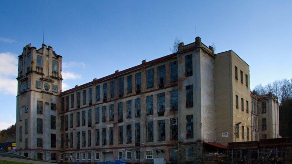 Z liebigovy textilky je už téměř ruina. Muzeum je za budovou