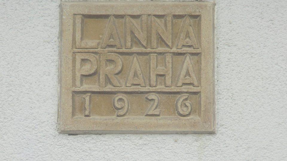Detail nápisu na vodárně v ústecké ulici v Letohradu