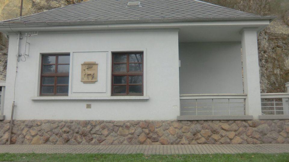 Historická budova vodárny v ulici Ústecká