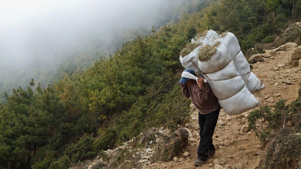 Nosič v Nepálu