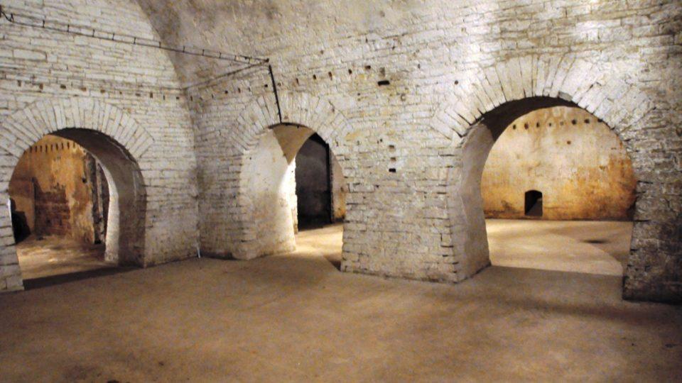 Pivovarské sklepy tvoří devět klenutých místností