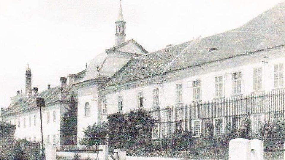 Podoba zámku v Rosicích před sto lety