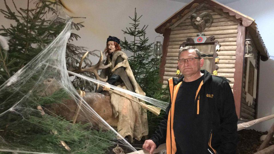 Mario Schuhmann ve svém čarodějnickém muzeu