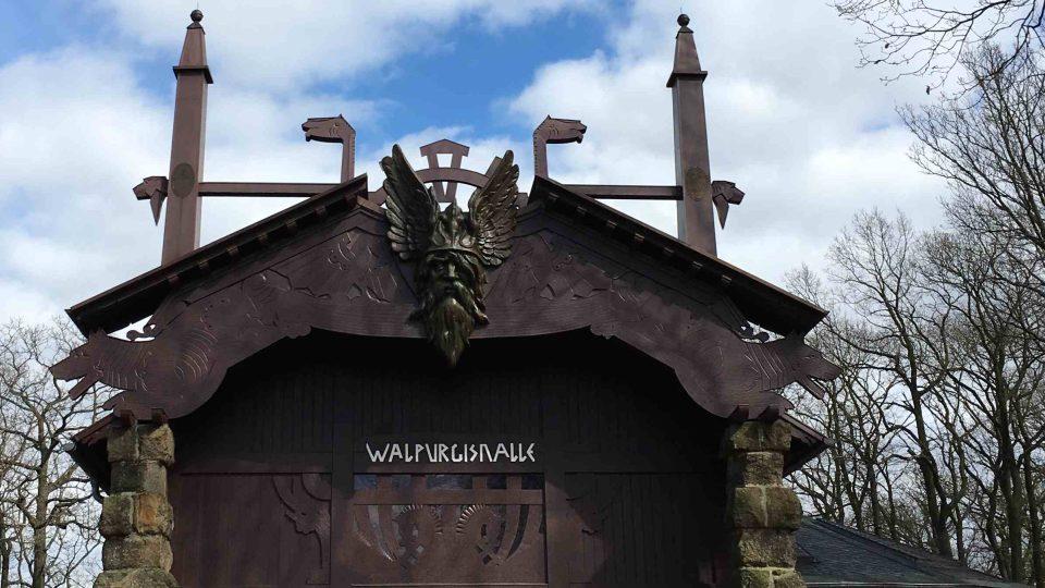 V okolí Brockenu není o čarodějnická rejdiště nouze