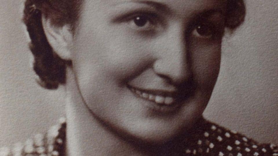 Charlota Weinerová z Kolodějí byla odvlečena transportem Akb z Českých Budějovic, zahynula v roce 1942 v Lublinu