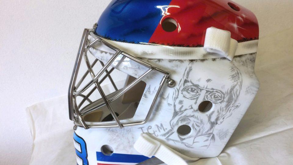 V dílně Bohumila Korála vznikala maska našeho brankáře Pavla Francouze
