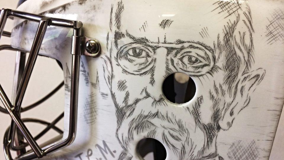 Nová technika, kterou Bohumil Korál teď použil, vypadá jako rytina na bankovkách. Jedná se o perokresbu, která je převedena na skelet masky