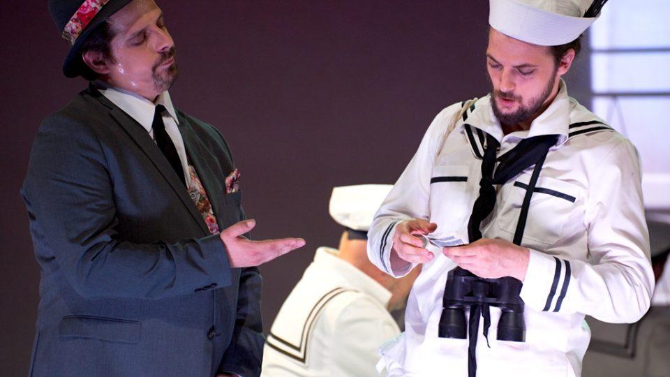 Mikádo v Jihočeském divadle v Českých Budějovicích. Tvůrčí tým popisuje inscenaci jako muzikálovou operetu