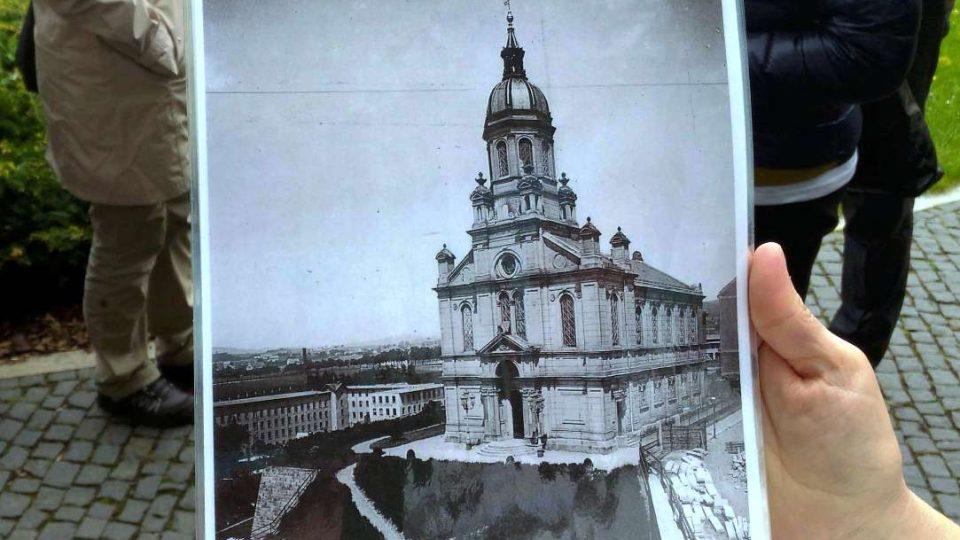 Stará synagoga stála na místě dnešní knihovny