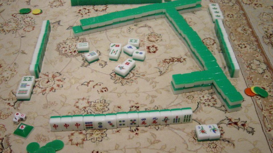 Kameny se při hře madžong umisťují do řad a vrstev