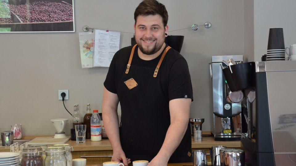 Baristou roku 2017 se stal Jan Škeřík z pražské kavárny Double B coffee & tea