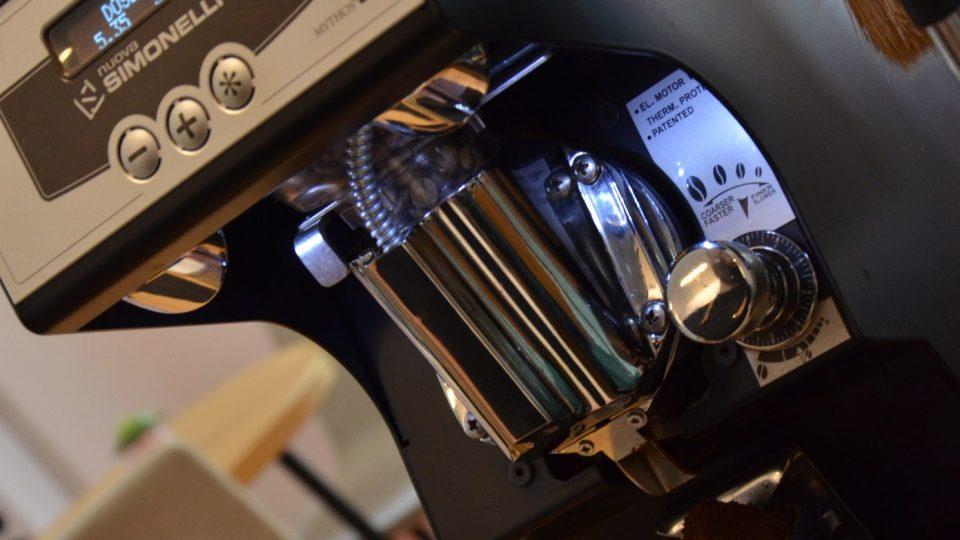 Káva se na mlýnku umele těsně před přípravou