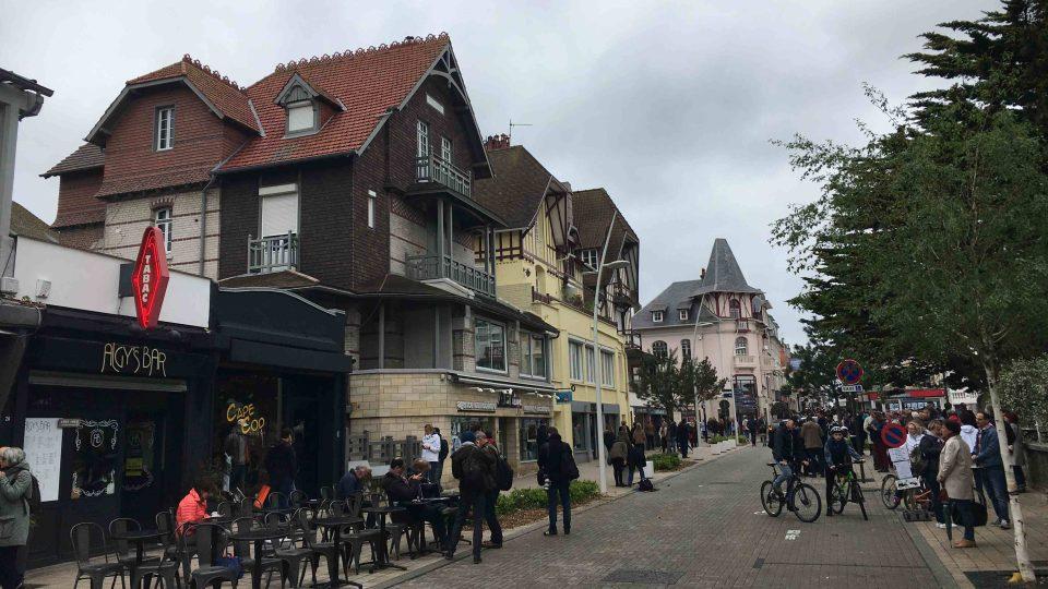 Obyvatelé městečka Le Touquet ještě donedávna mohli potkat Emmanuela Macrona na ulici