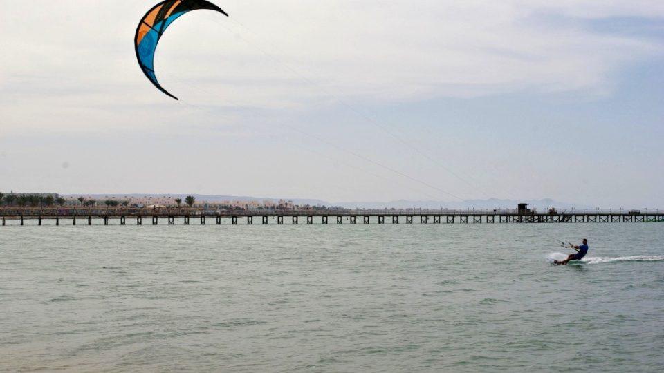 Kitesurfing nebo také kiteboarding patří mezi jeden z nejrychleji se rozvíjejících sportů