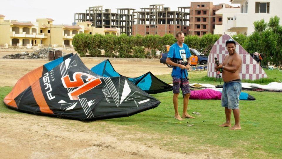 Lukášova škola kitesurfingu zaručuje svým klientům, že surfovat se naučí každý