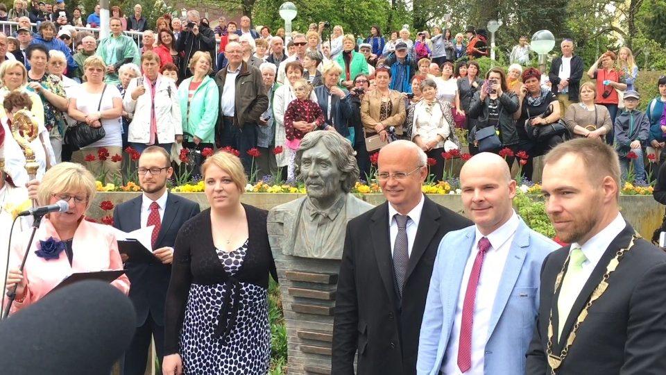 Slavnostní odhalení busty Petra Hapky v Mariánských Lázních