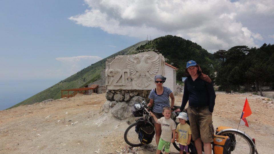 Rodina Zigáčkových cestuje na kole po Evropě (Albánie)