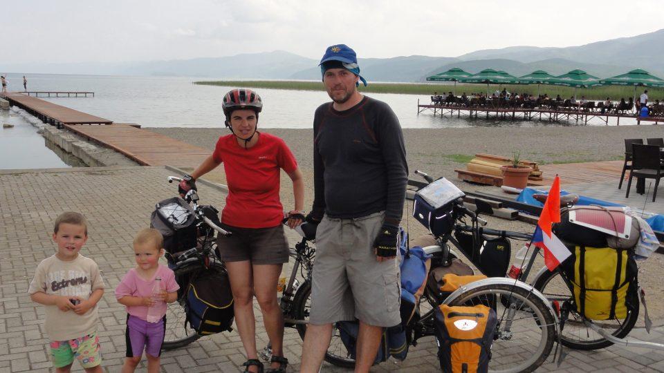 Rodina Zigáčkových cestuje na kole po Evropě (Makedonie)