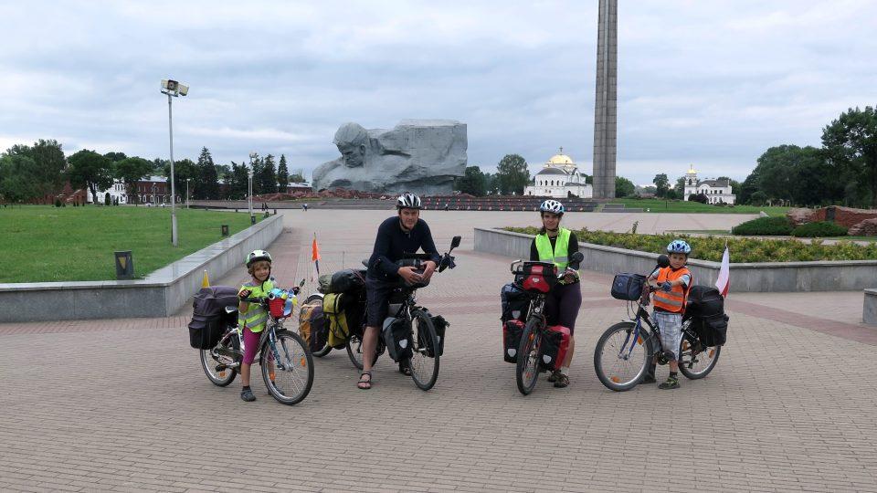 Rodina Zigáčkových cestuje na kole po Evropě (do Ruska)