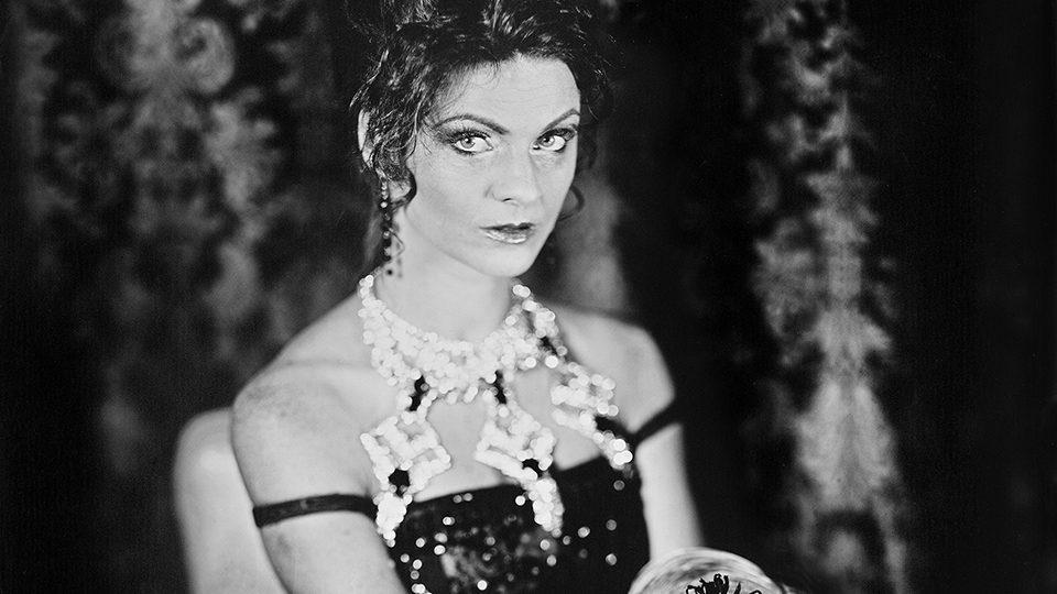 Honza Sakař nafotil pro Jihočeské divadlo snímky k jednotlivým inscenacím sezóny 2017/18. Fotografie k představení La Traviata