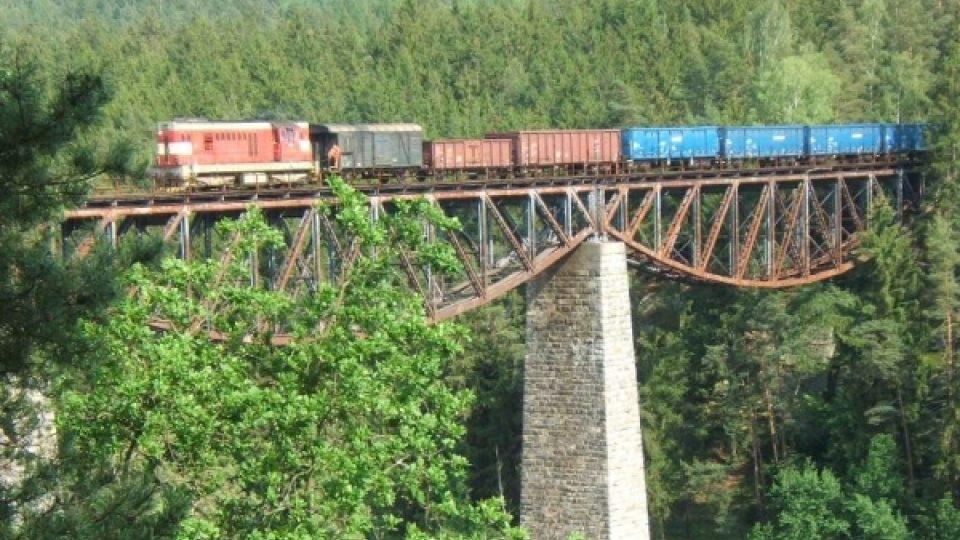 Stávající železniční most přes přehradní nádrž Hracholusky na Plzeňsku