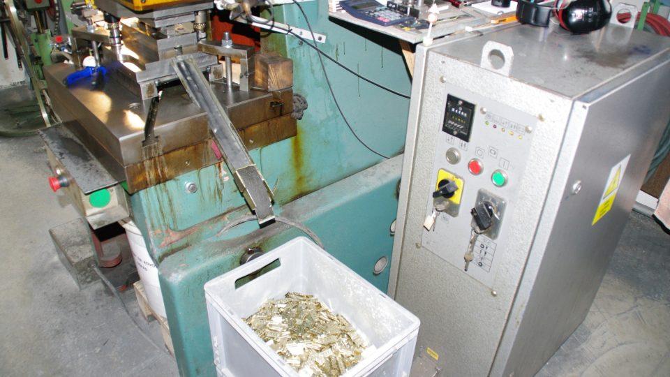 Spojovací plíšky i v Lošticích také vyrábějí sami