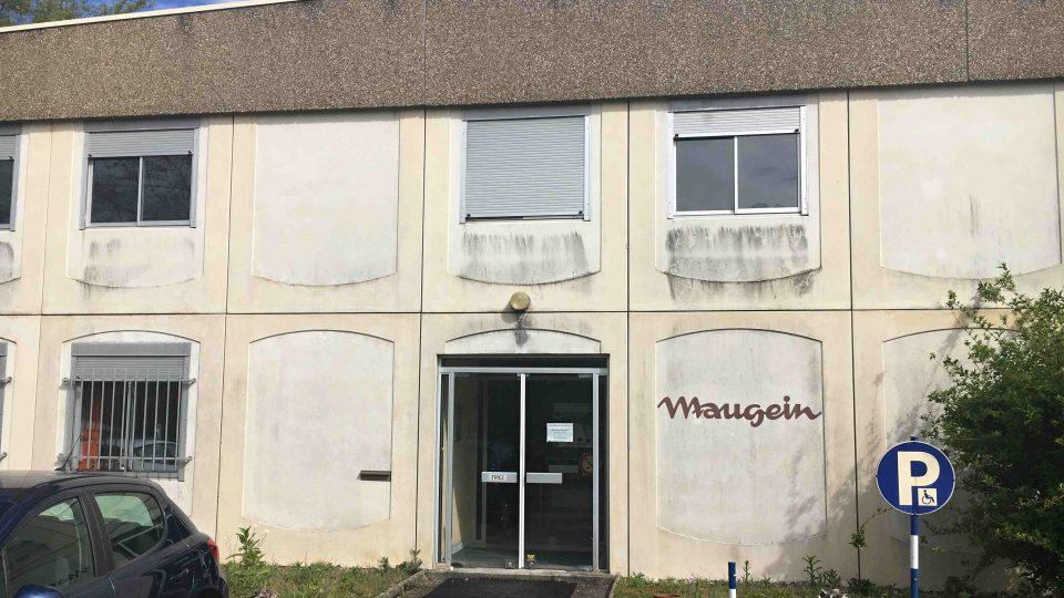 Nenápadný dům v Tulle je sídlem posledního závodu na výrobu akordeonů ve Francii