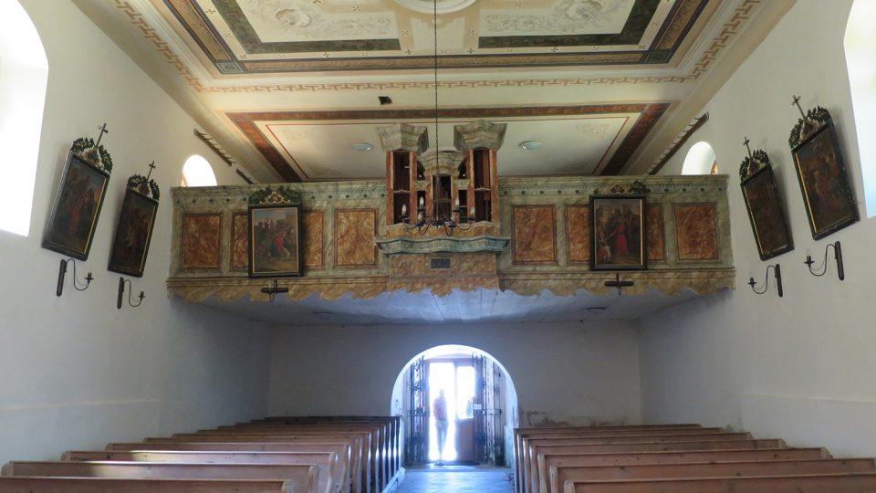 Na renovaci varhan v červenovodském kostelíku v místní části Šanov se složili místní lidé