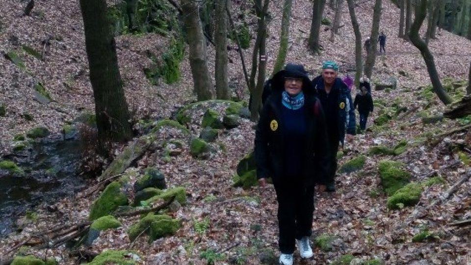 Pochod vede krásnou krajinou přírodní rezervace Blatenský svah, tisskými loukami a lesy kolem Čertovky označovanými jako krajina blízká přírodě