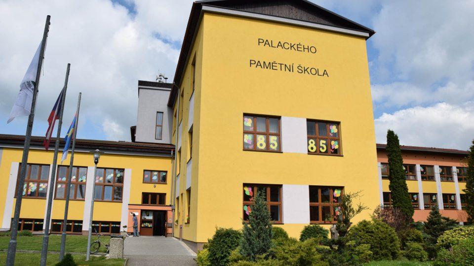 Palackého pamětní knihovna sídlí v Palackého pamětní škole