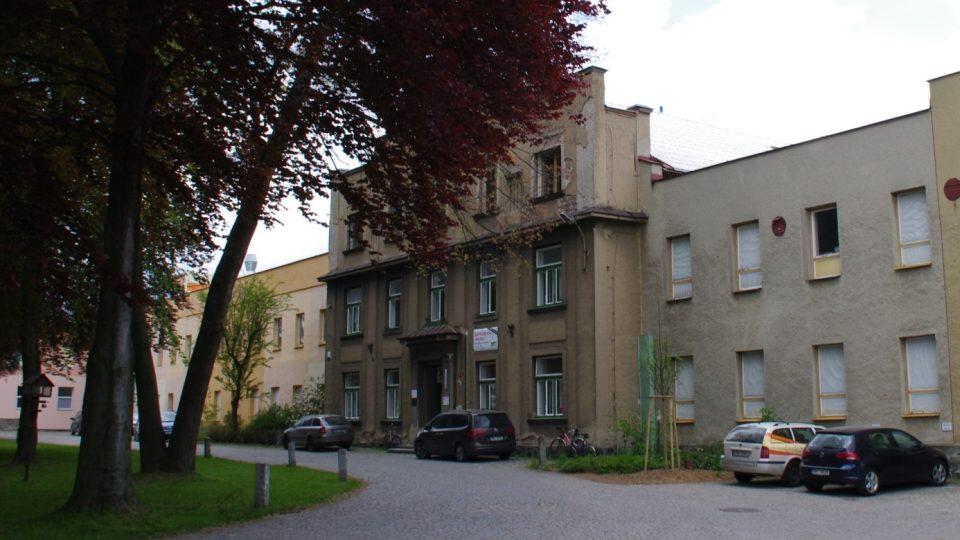 Společnost dnes sídlí v bývalém areálu Moravolenu, který vznikl už v 19. století