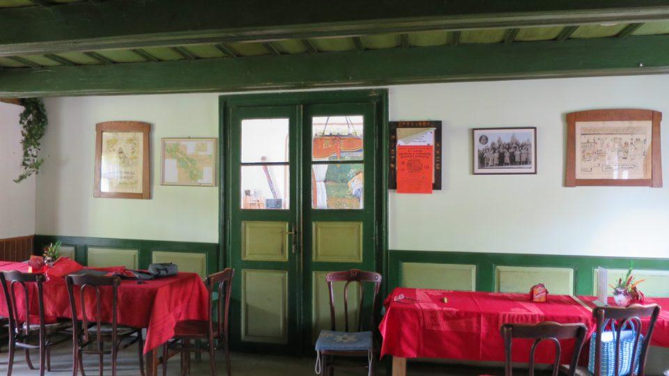 Interiér restaurace U Sitařů v Kozlově