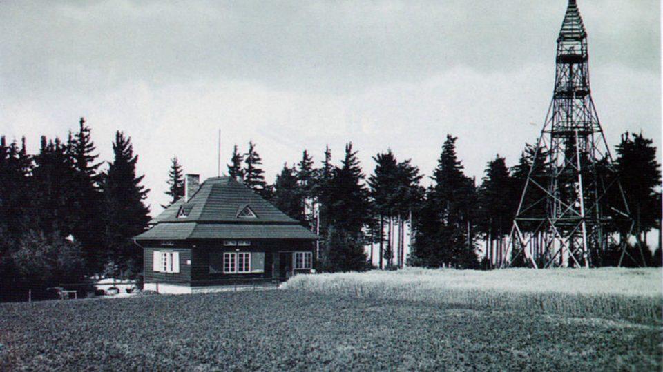 Rozhledna a turistická chata na Kozlovském kopci ve třicátých letech minulého století