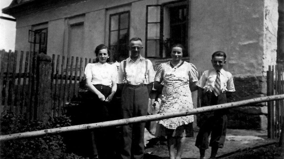 Rodina Dolečkova na dobové fotografii