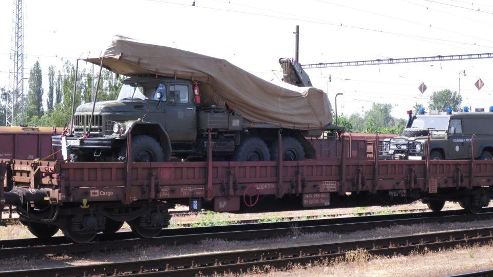 Transport vojenské techniky z Pardubic do Polska