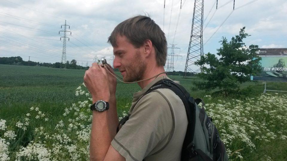 Botanik Martin Lepší při práci v terénu