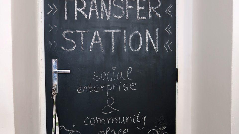 Přestupní stanice je kulturní prostor pro Žižkováky i lidi bez domova