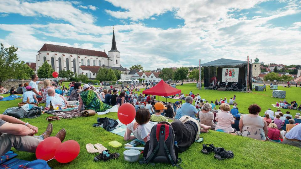 Doprovodný program Národního festivalu Smetanova Litomyšl probíhá i v Klášterních zahradách v Litomyšli
