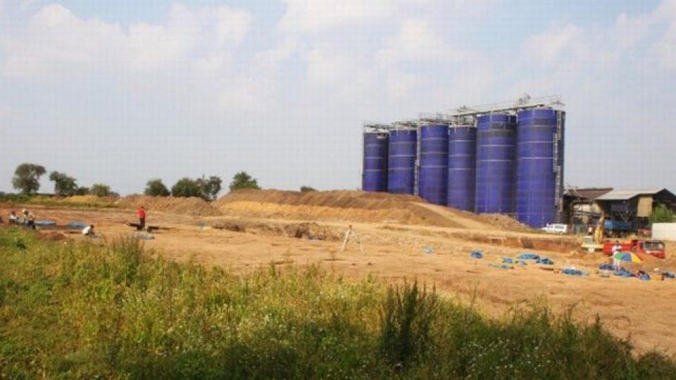 Archeologické naleziště u bioplynky ve Slatinkách. Pohled na zkoumanou plochu