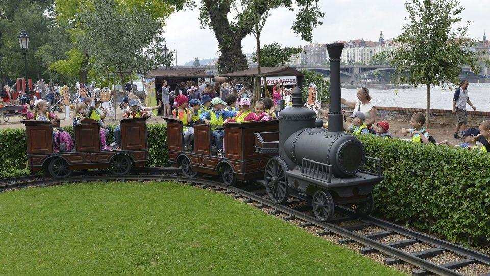 Historická vlaková souprava nemá o cestující nouzi